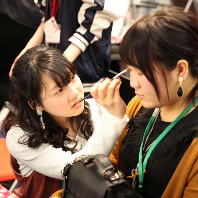 熊本ベルェベル美容専門学校 実際に美容に関する技術に触れて体験しよう!3