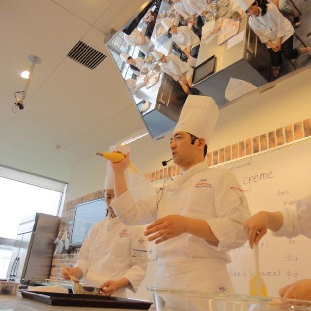 大阪調理製菓専門学校ecole UMEDA 【世界の味覚ビュッフェ開催】体験はフルーツロールケーキ4