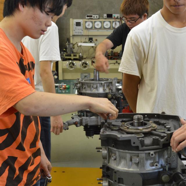 中日本自動車短期大学 整備士だけじゃない!開発・設計者も目指せる大学!3