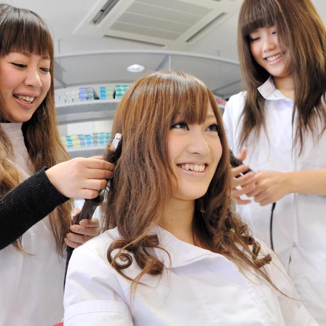 専門学校 水戸ビューティカレッジ 美容師体験♪メイク・ネイル・エステの体験もできる!1