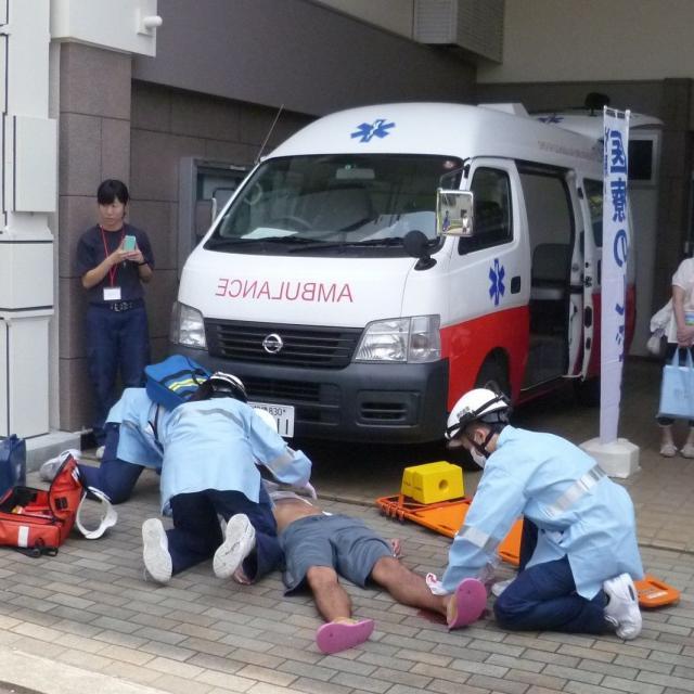 救急救命士の処置を体験☆学校見学会