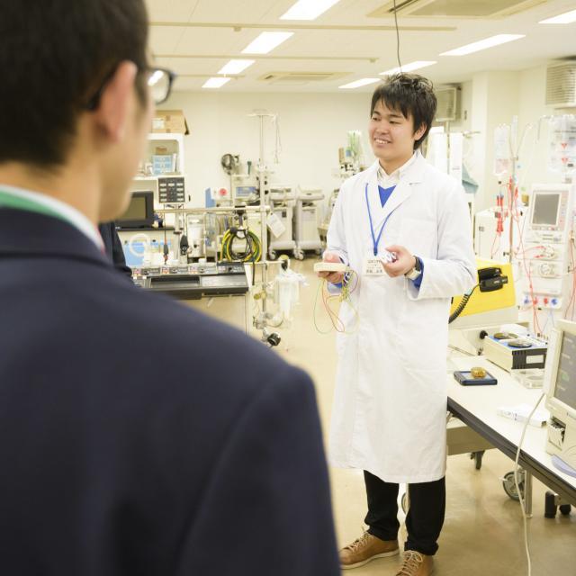 読売理工医療福祉専門学校 【臨床工学系学科】プロが使う医療機器の操作を体験してみよう!3