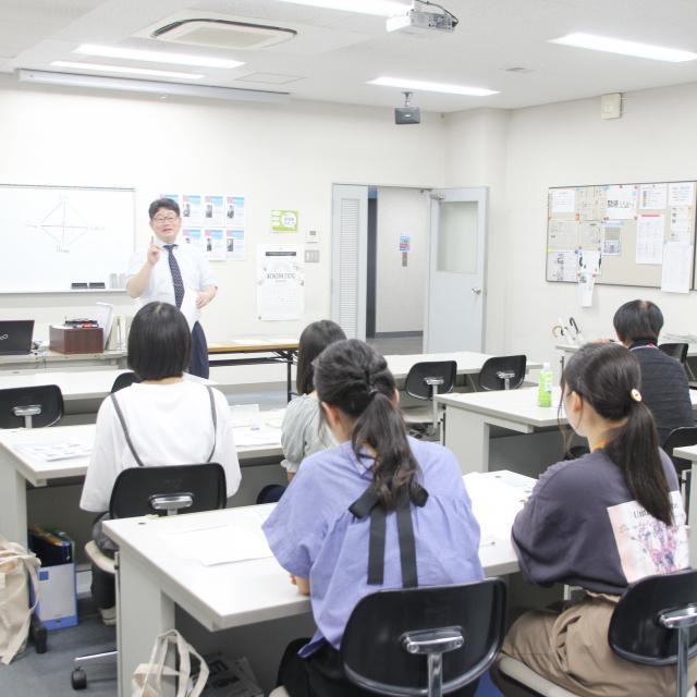 専門学校岡山ビジネスカレッジ すごく解る!商品計画の授業を実際に受けてみよう!!1