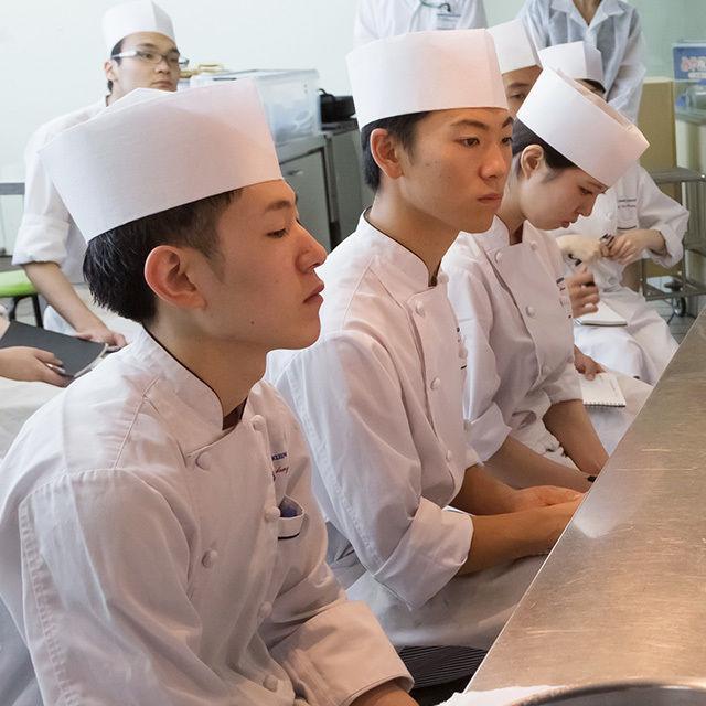 東京調理製菓専門学校 見た目鮮やか細工寿司3