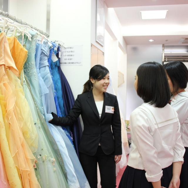 大阪ブライダル専門学校 【オープンキャンパス】ドレスコーディネーターなりきり体験3