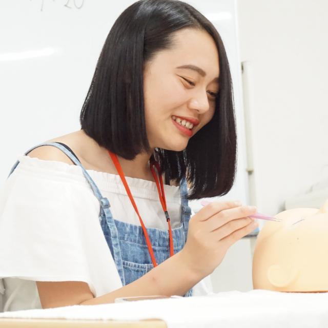 IBW美容専門学校 人気急上昇中のまつエクにチャレンジ!!1