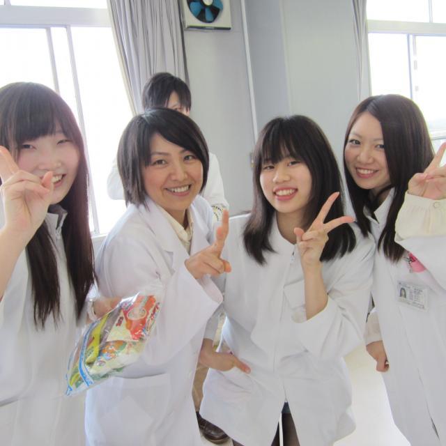 埼玉歯科技工士専門学校 小さな「入れ歯」を作ってみよう! プレ授業2