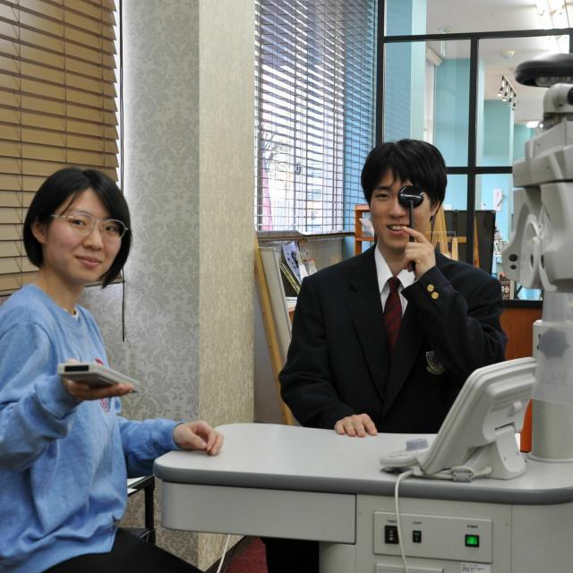 専門学校 ワールドオプティカルカレッジ 眼鏡士のお仕事体験会1
