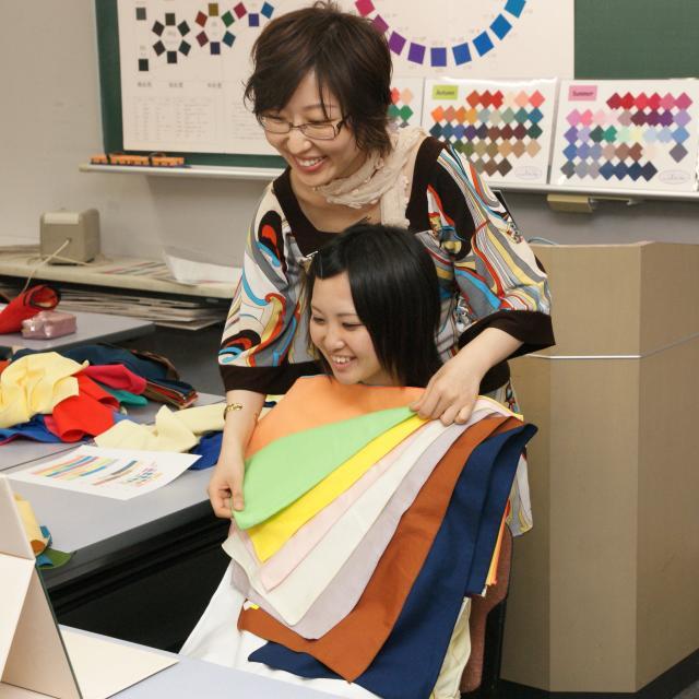 専門学校 東京テクニカルカレッジ [インテリア科]あなたに似合う「パーソナルカラー」を探そう!1