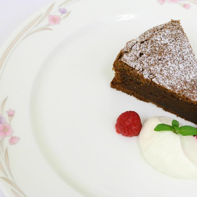 悠久山栄養調理専門学校 バレンタインデー 本格チョコレートケーキ1