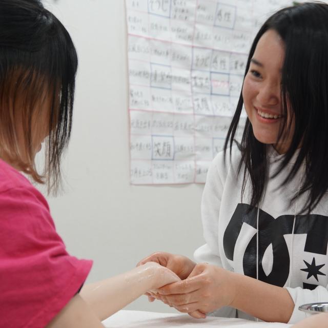 IBW美容専門学校 人気急上昇中のまつエクにチャレンジ!!3