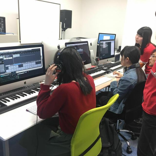 経専音楽放送芸術専門学校 スタジオレコーディングとDTM(作曲)のW体験2