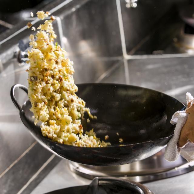 愛知調理専門学校 本格コンロでチャーハンを作る。みんな大好き鶏の唐揚げ3