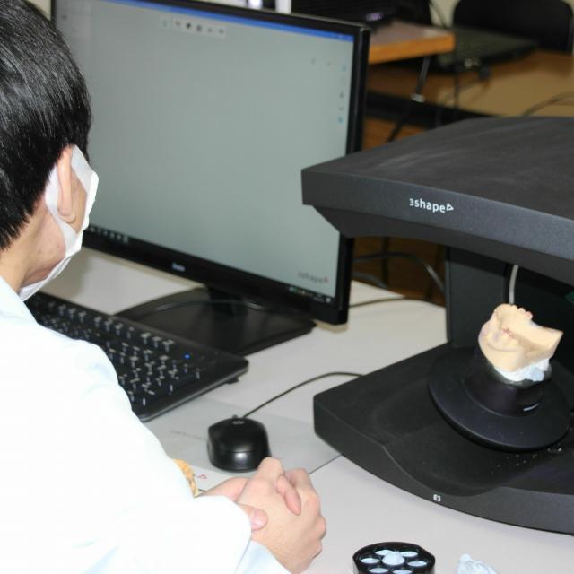 東邦歯科医療専門学校 歯科技工士学科CADでスキャンからの白い歯製作!【ランチ付】2