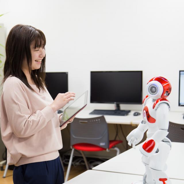 YICビジネスアート専門学校 5/25(土)【IT】人型ロボットNaoを操作しよう!1