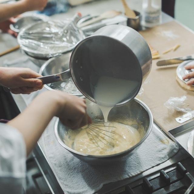 中村調理製菓専門学校 【リピーター限定】しっとりスポンジをマスター!フォレノワール3
