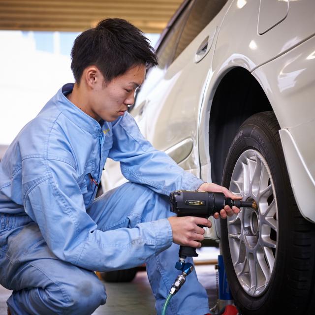 芦屋大学 【体験授業】 「車のエンジン内部を覗いてみよう!」2