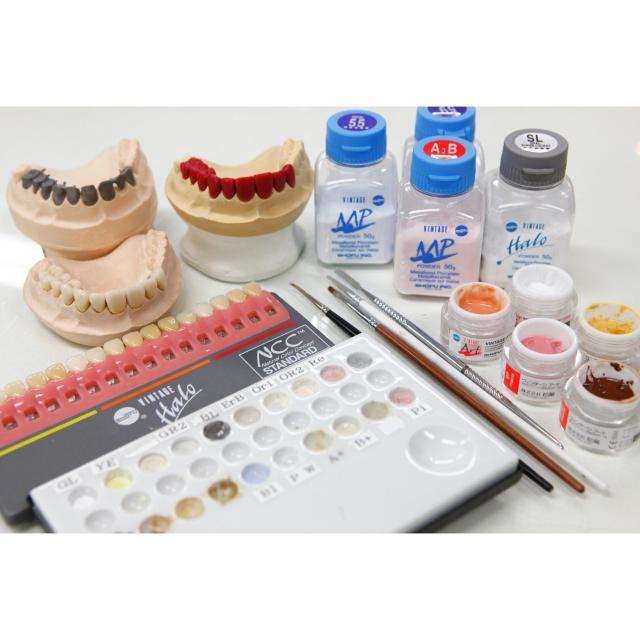 新大阪歯科技工士専門学校 [歯科技工士]平日(10:00~19:00)の都合の良い2時間見学2
