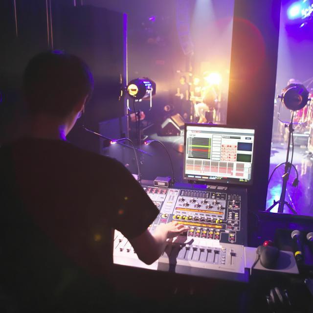 経専音楽放送芸術専門学校 ゲストライブの音響スタッフを体験!ライブ音響スタッフ体験4