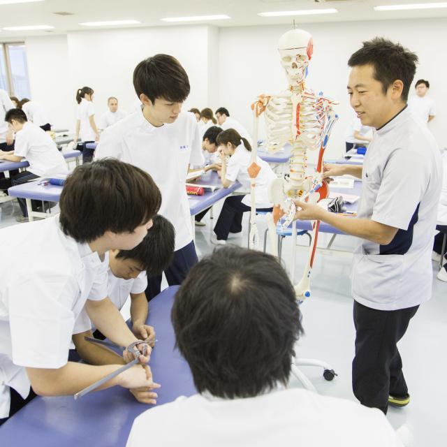 横浜リハビリテーション専門学校 夏休み横リハ体験授業2