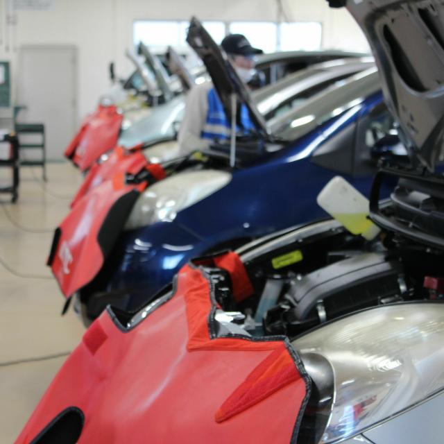 専門学校 群馬自動車大学校 レクサスRC/GT-R/86/日野大型整備体験1