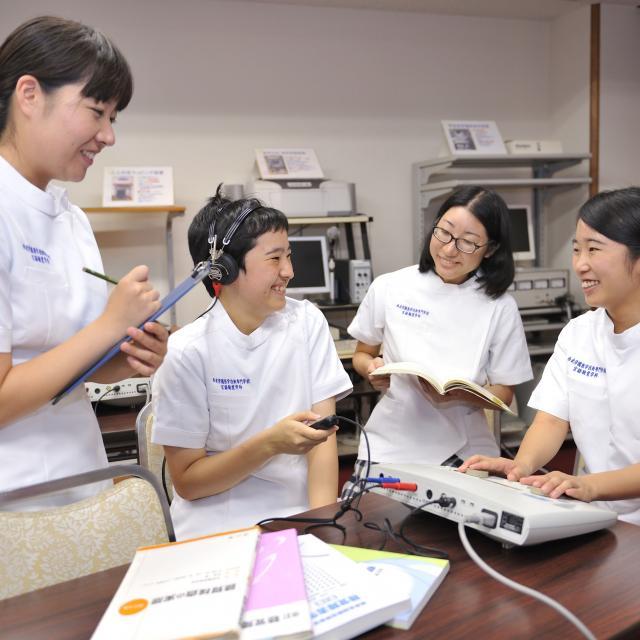 西武学園医学技術専門学校 東京池袋校 オープンキャンパス(言語聴覚学科)チーム医療の中のSTの役割1