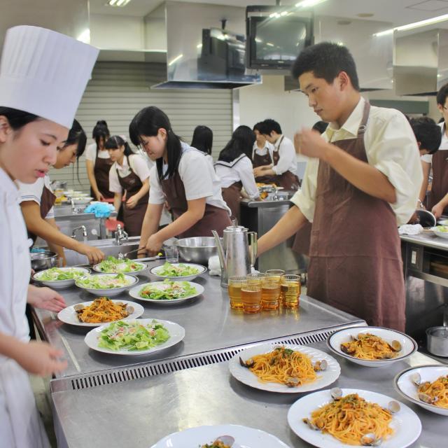 中川学園調理技術専門学校 ☆西洋料理「イタリアンハンバーグ・サラダ」☆【先着40名】2