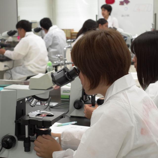 湘央医学技術専門学校 医療を支える臨床検査技師☆夏休みの体験入学3