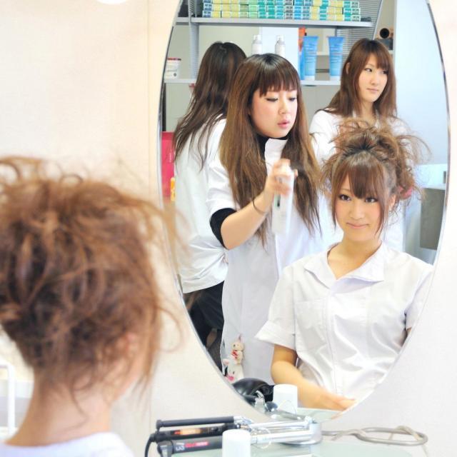 美容師体験♪メイク・ネイル・エステの体験もできる!