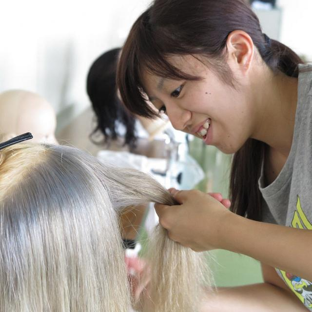 茨城理容美容専門学校 「色」について学ぼう&カラー体験(ブリーチ&カラーリング)4