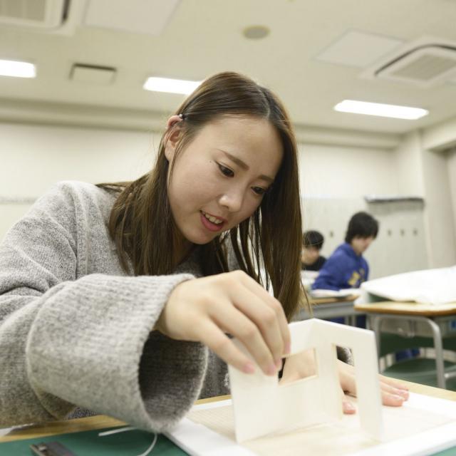 東海工業専門学校金山校 C:インテリア模型コース2
