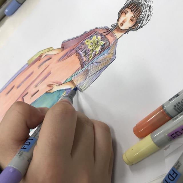 香蘭ファッションデザイン専門学校 夏の特別企画!ドローイング塗り絵&ファッションショー1