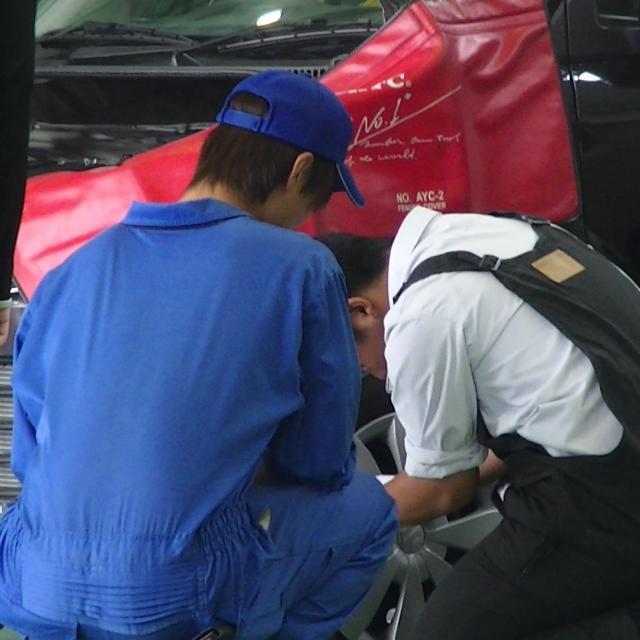 高崎自動車整備大学校 自動車メンテナンス体験2