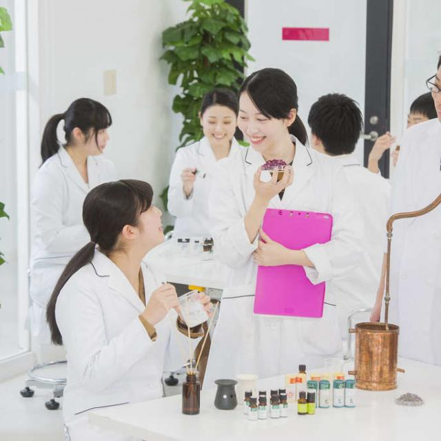 東京医薬専門学校 【新高2・3向け】ほんのり色つくリップをつくろう3