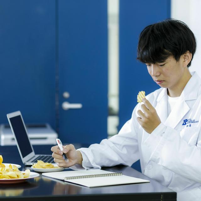 東京バイオテクノロジー専門学校 【食品開発コース】オープンキャンパス:バイオのコース体験3