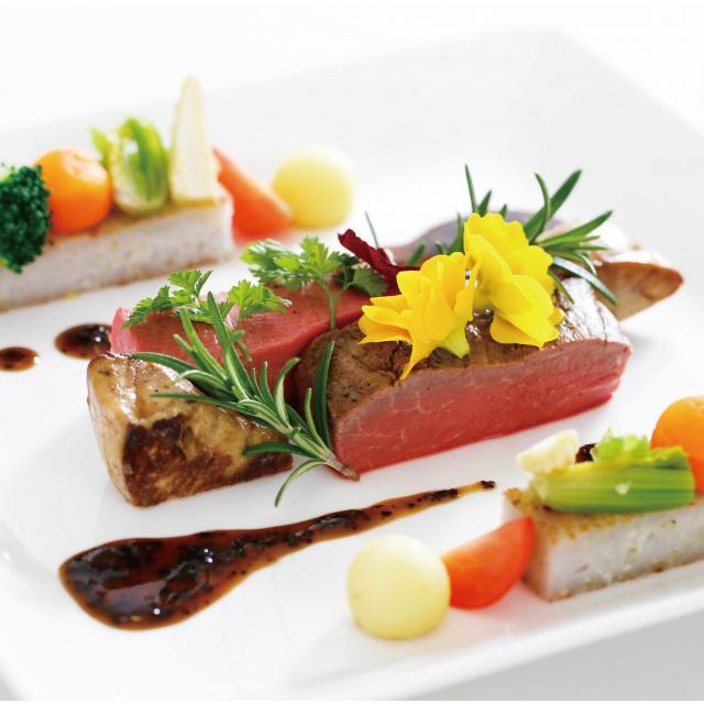 大阪調理製菓専門学校 【西洋料理】西洋料理のメインを学ぼう!牛フィレ肉のポワレ1