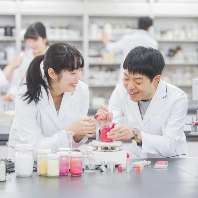 東京医薬専門学校 化粧品総合学科♪夏かわいいチークを作ろう!2