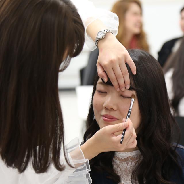 大阪ベルェベル美容専門学校 実際に美容に関する技術に触れて体験しよう!2