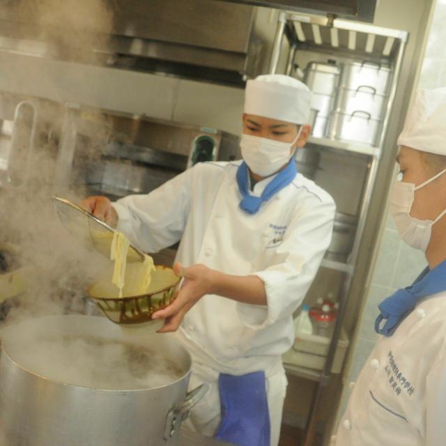 沖縄調理師専門学校 みんな大好き!手打ち沖縄そば作り体験3