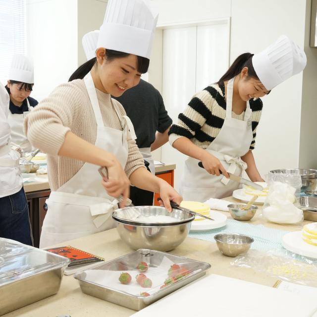 【製菓製パン本科】ふわふわシフォンケーキ☆体験型オーキャン