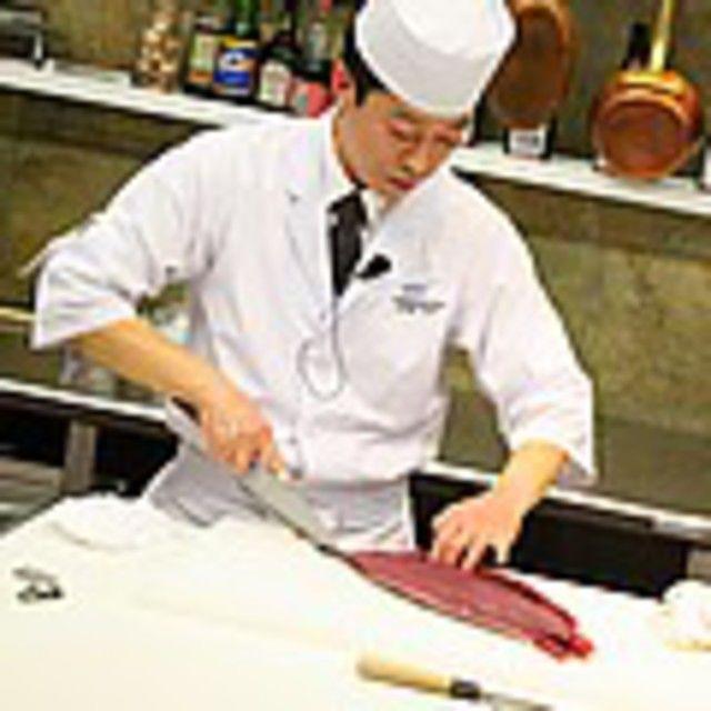 大阪調理製菓専門学校 【日本料理】華やか手まり寿司1