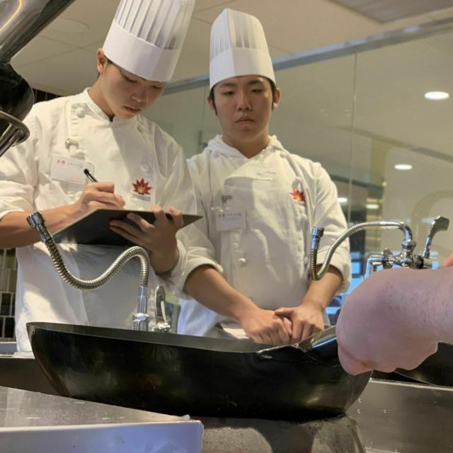 東京山手調理師専門学校 【中国料理】エビチリ丼と杏仁豆腐2