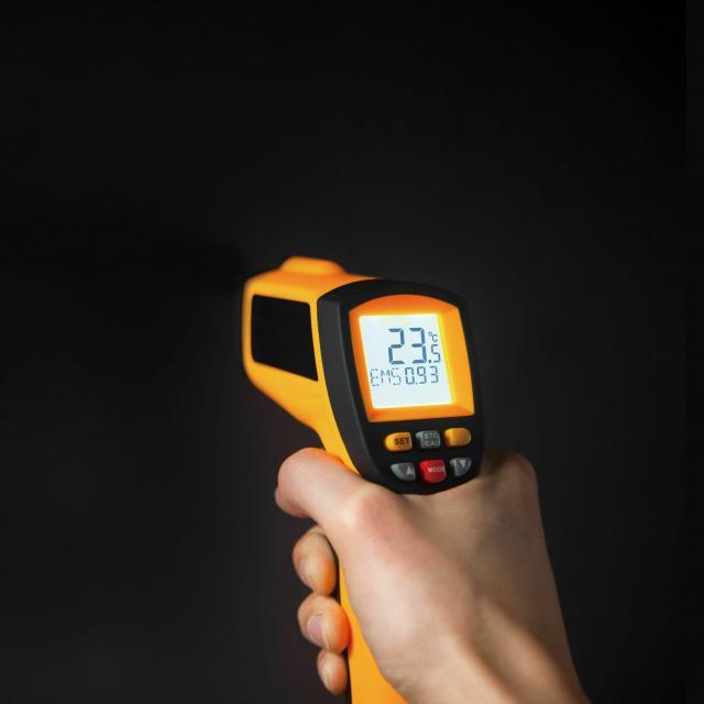 専門学校 東京テクニカルカレッジ [IoT+AI科]レーザーで距離を測ってみよう1