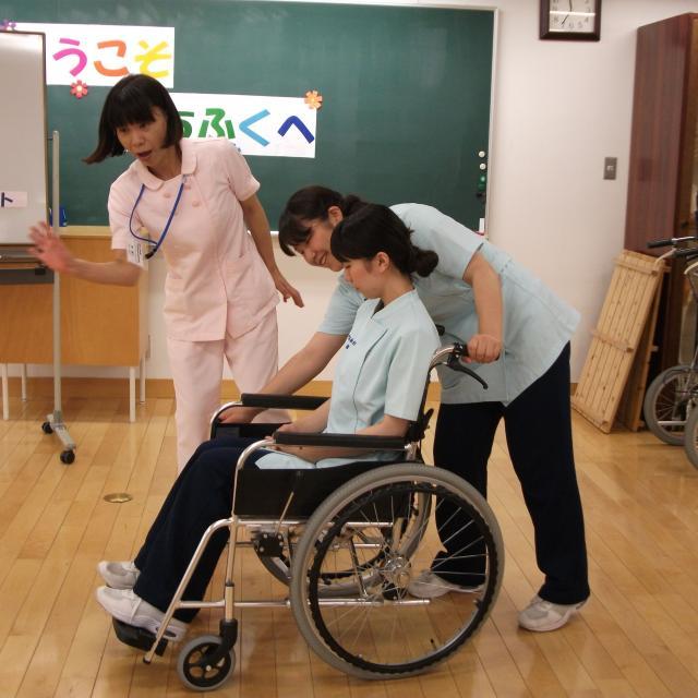 町田福祉保育専門学校 【介護系】 車イスでパラスポーツ&医療的ケア&保護者説明会2