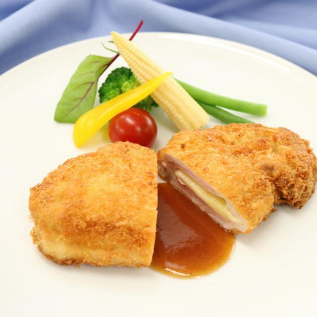 福岡調理師専門学校 【西洋料理】ハムとチーズ入りポークカツレツ1
