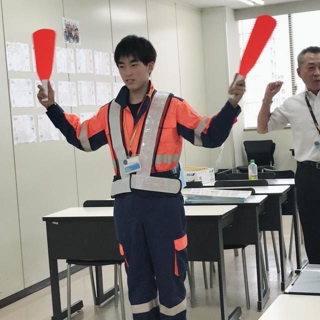 麻生外語観光&製菓専門学校 【グランドハンドリングに興味がある方へ】エアポート科2