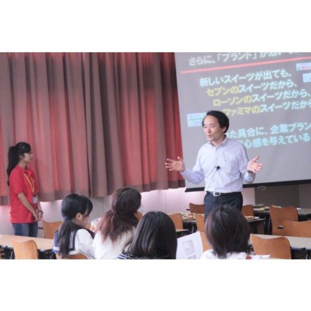 サービス経営ならではの体験授業を開講します。