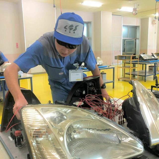 専門学校 千葉県自動車大学校 メカニックの体験実習☆自分で組付けたエンジンがかかる…!2