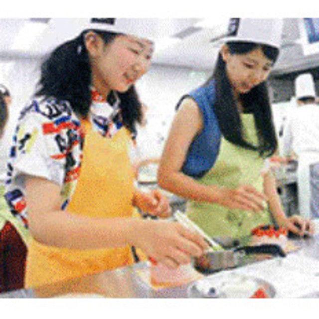 神戸国際調理製菓専門学校 ★製菓★「生地から作ろうパリのマカロン」に挑戦!!2