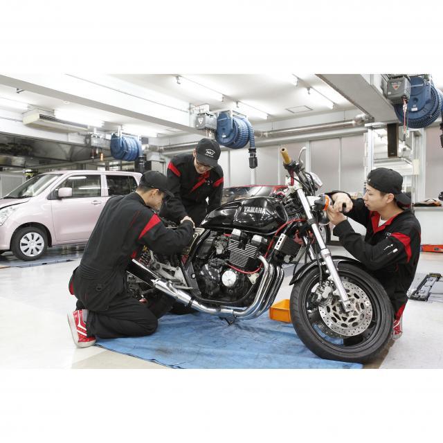 日本理工情報専門学校 体験イベント!「2輪バイクのタイヤ脱着体験」2